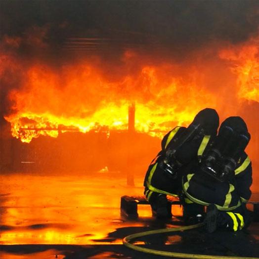 Fredrik Strandberg som brandman